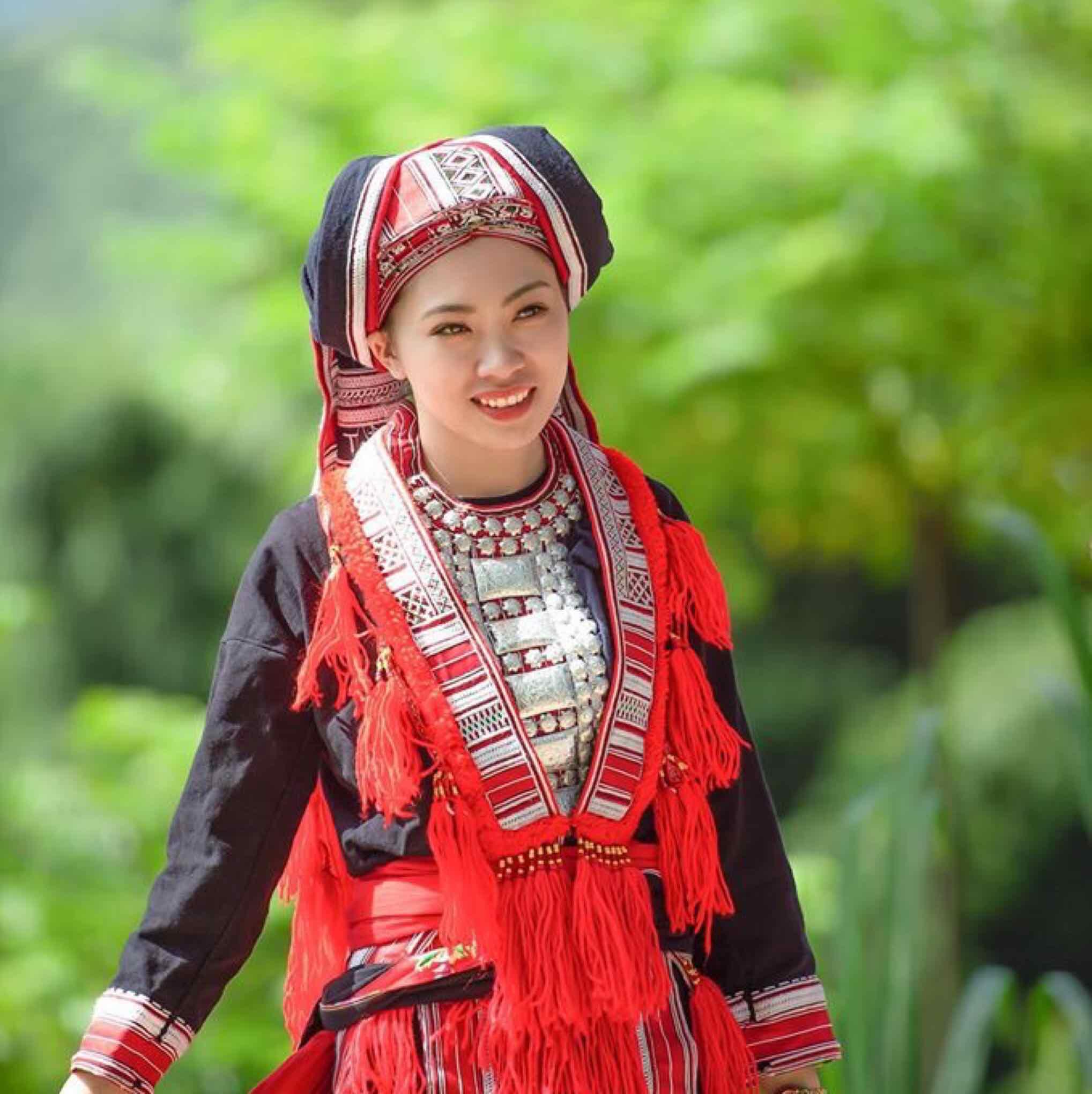 - Vẻ đẹp nguyên sơ của các thiếu nữ dân tộc Dao. Tác giả: Tùng Anh