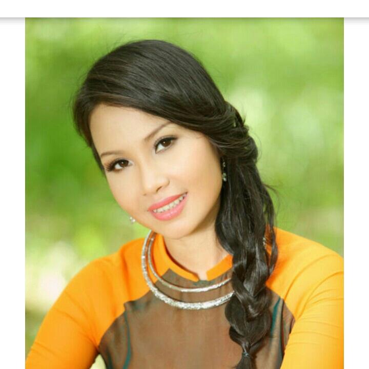 cẩm Ly là một nữ ca sĩ Việt Nam thuộc dòng nhạc nhẹ, nhạc trữ tình, nhạc có âm hưởng dân ca và nhạc trẻ.