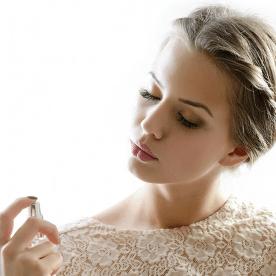 Cách xịt nước hoa