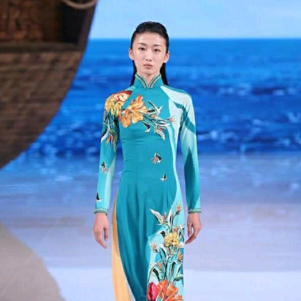Ồn ào áo dài bị gọi là phong cách Trung Quốc, Sĩ Hoàng nói gì? (PLO)