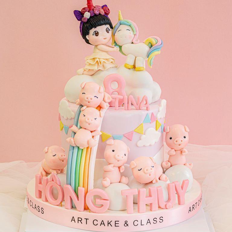 Hình chụp thực tế mẫu bánh sinh nhật dành cho bé tuổi heo được nhà Artcakes thực hiện
