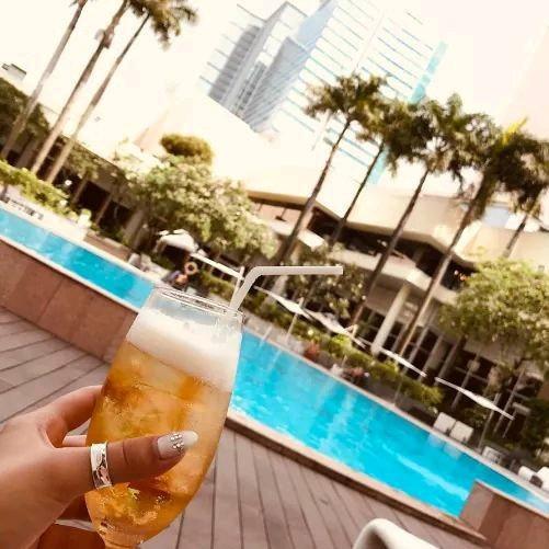 ⛱ Thư giãn tại bể bơi cuối tuần này. Tại sao không?