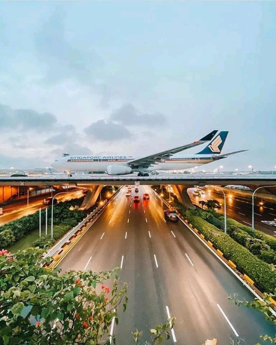 Sân bay này ở đâu?
